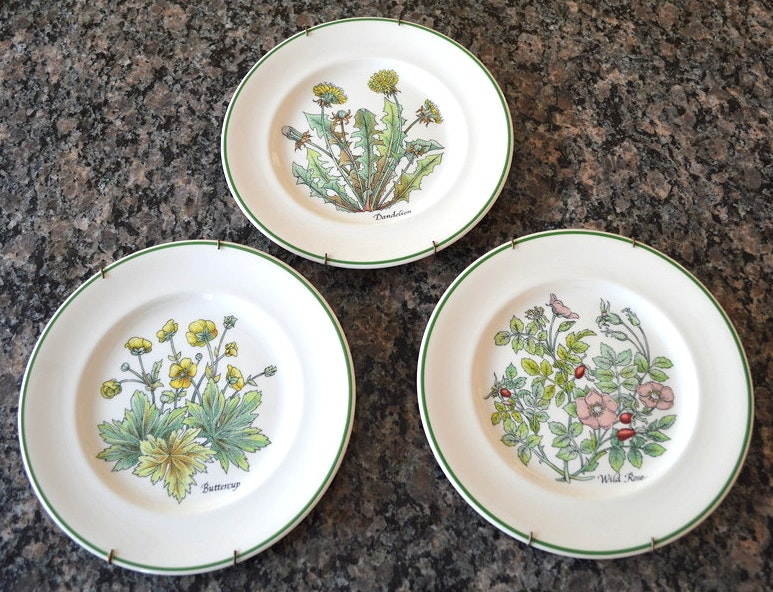 Set of 3 Tiffany Decorative Plates