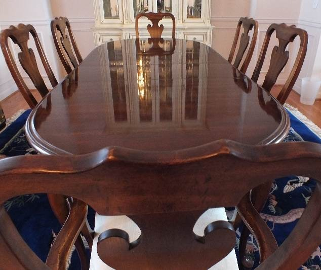 Williams Furniture Queen Anne style dinning table