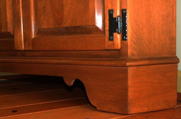 Ethan Allen Corner Cabinet: Maple Corner Cabinet By Ethan Allen : EBTH