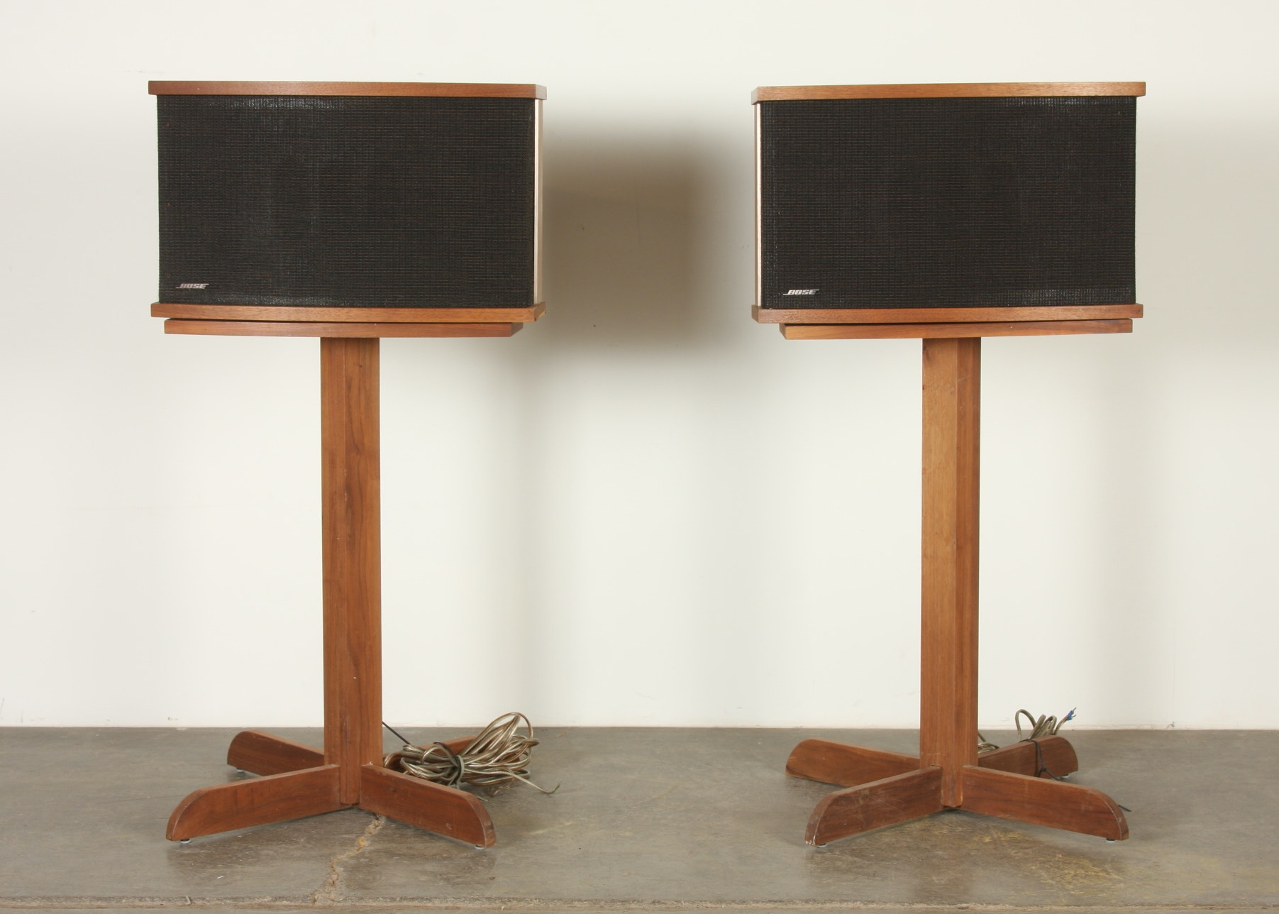 Pair Of Bose 901 Series V Speakers And Stands, Walnut Cabinets ...