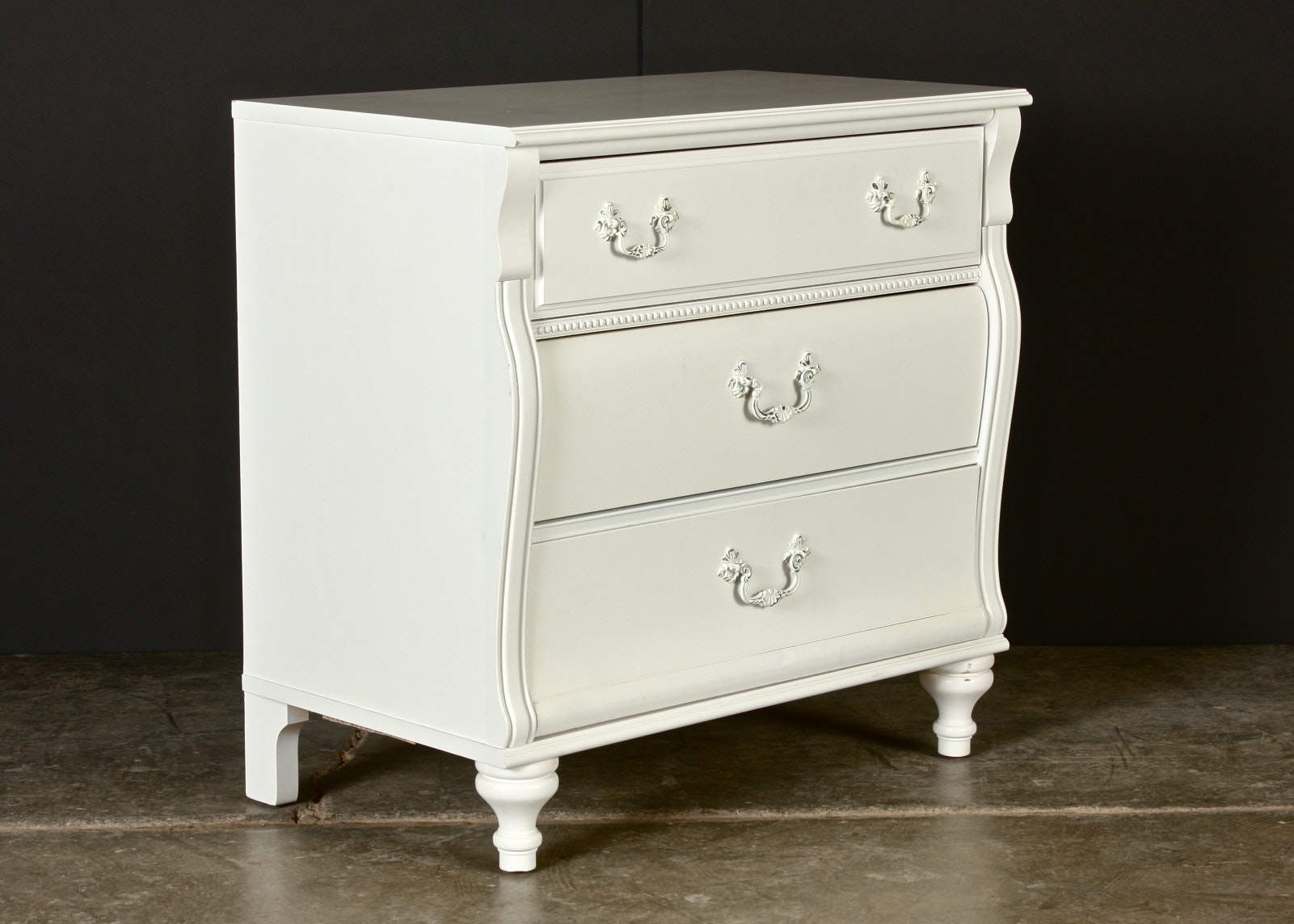 Stanley Furniture White Bachelor S Chest Of Drawers Ebth