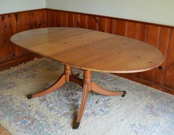Duncan phyfe style pine dining room table ebth for Duncan 5 dining room table