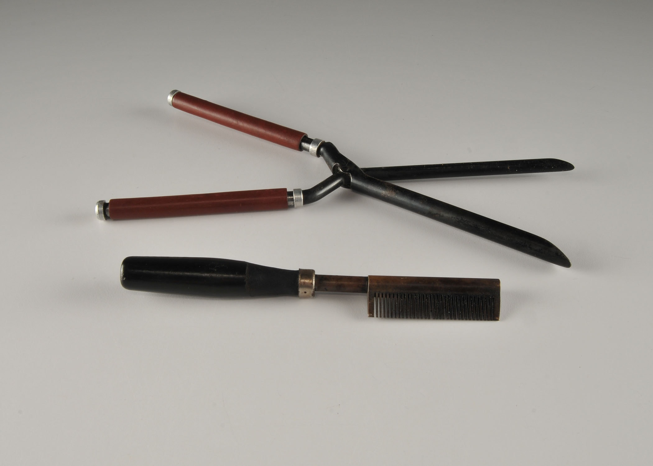 C 1850 S Hair Styling Tools French Crimper And Comb Ebth