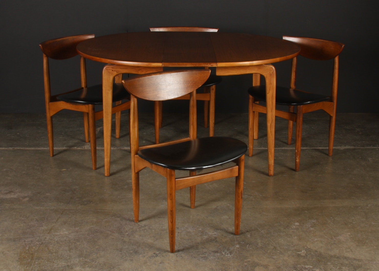 Lane Co. Mid Century Modern Dining Table And Four Chairs ...