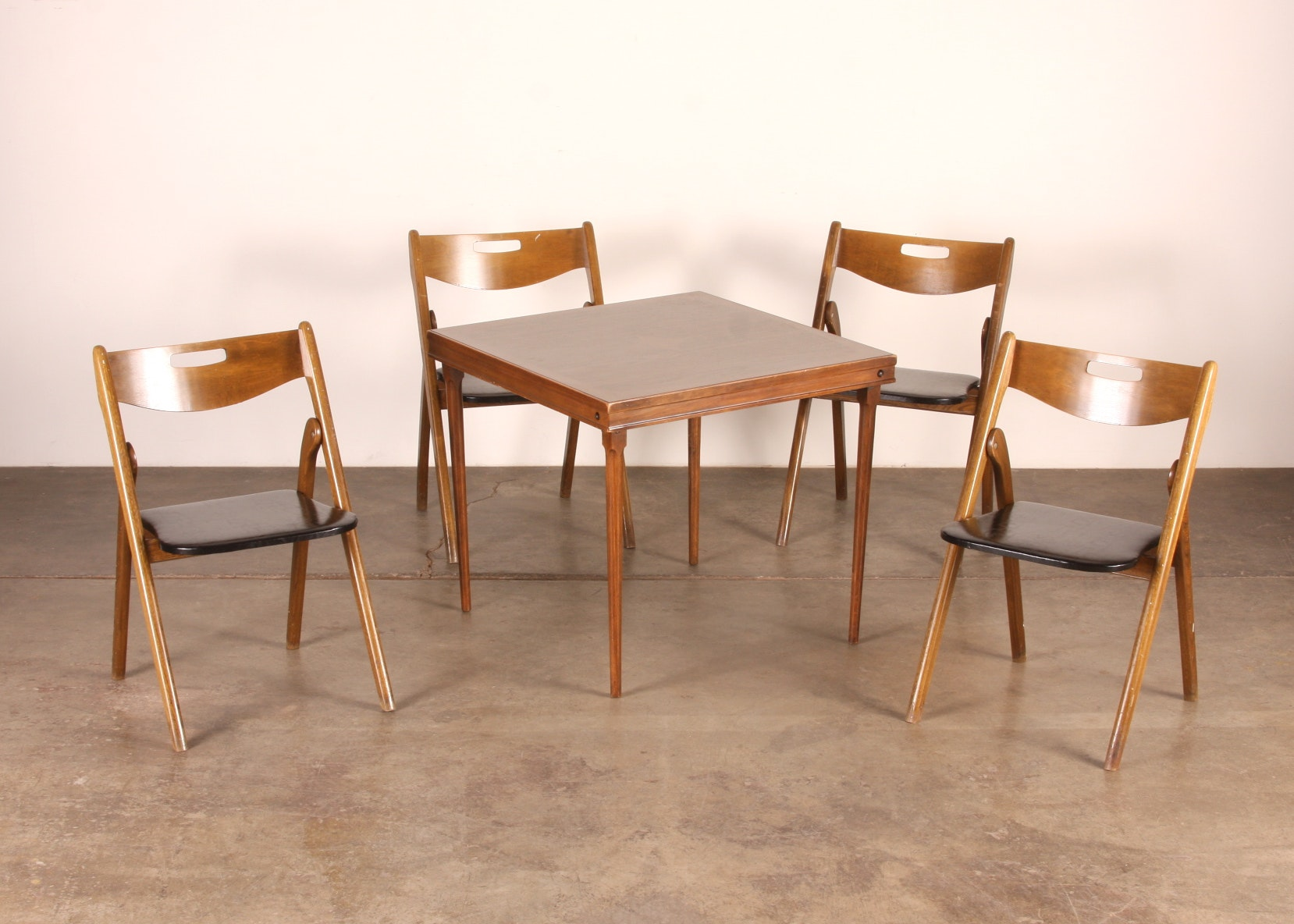 Vintage wooden card table and 4 folding chairs EBTH