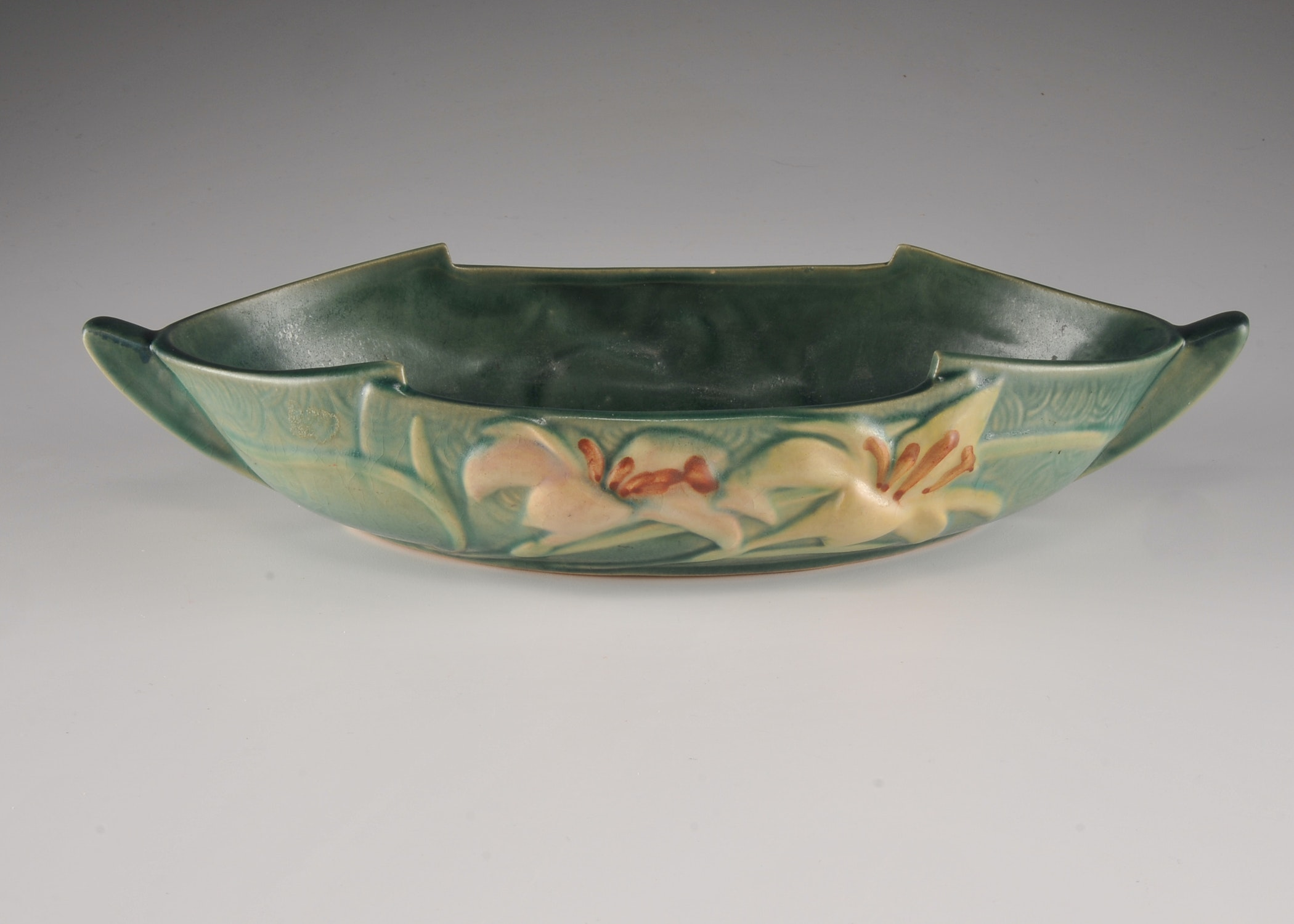 Roseville  Zephyr Lily Console Bowl