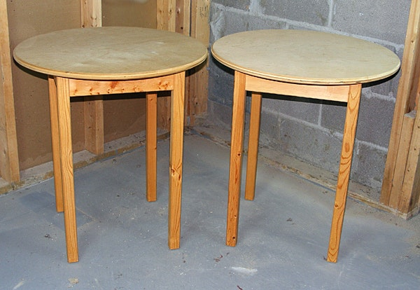 Exceptionnel Pair Of Round Wood Decorator Tables ...