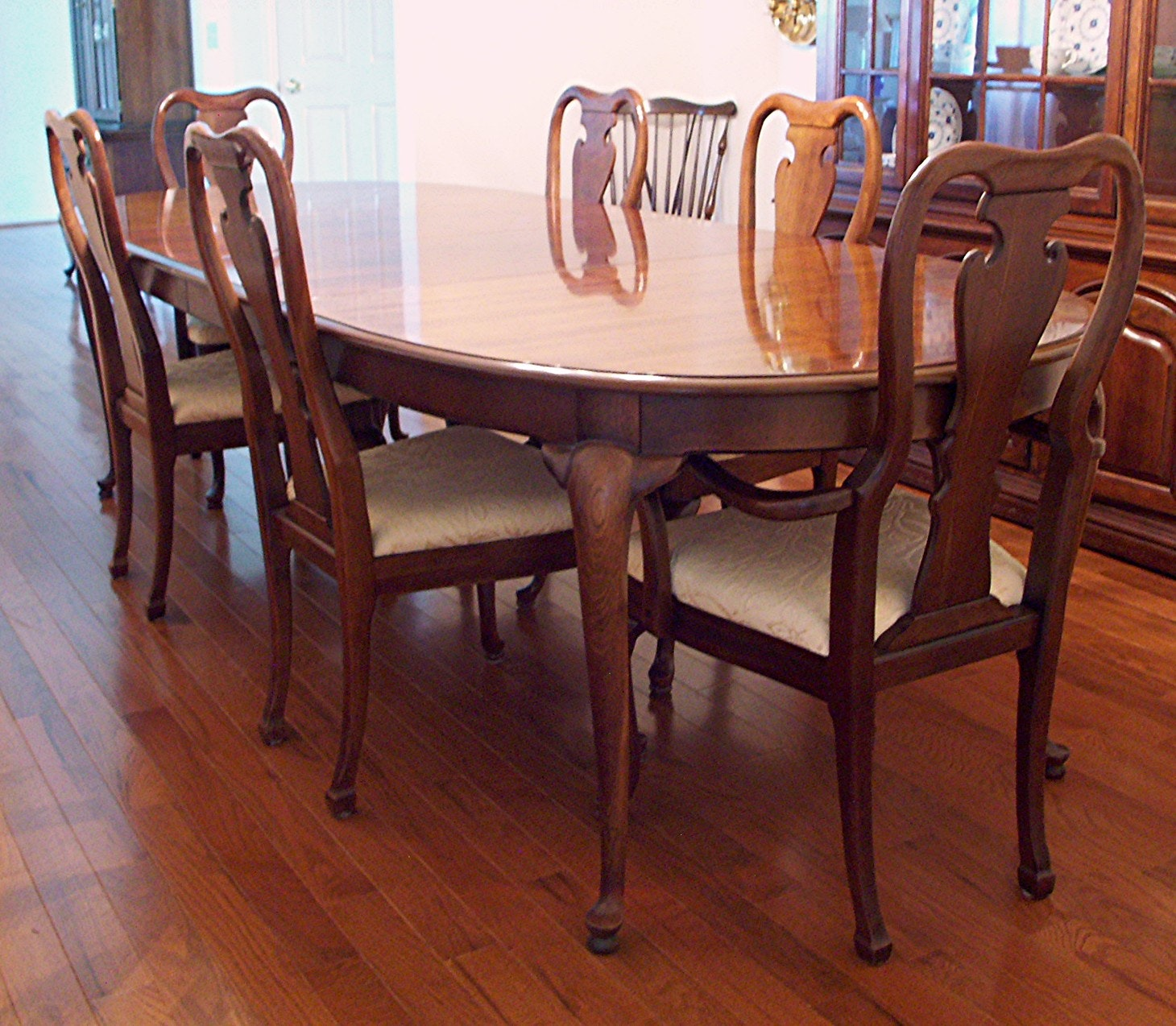 thomasville queen anne dining table and six chairs ebth rh ebth com thomasville dining table and chairs thomasville dining table and hutch
