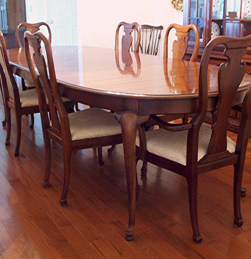 thomasville queen anne dining table and six chairs ebth. Black Bedroom Furniture Sets. Home Design Ideas