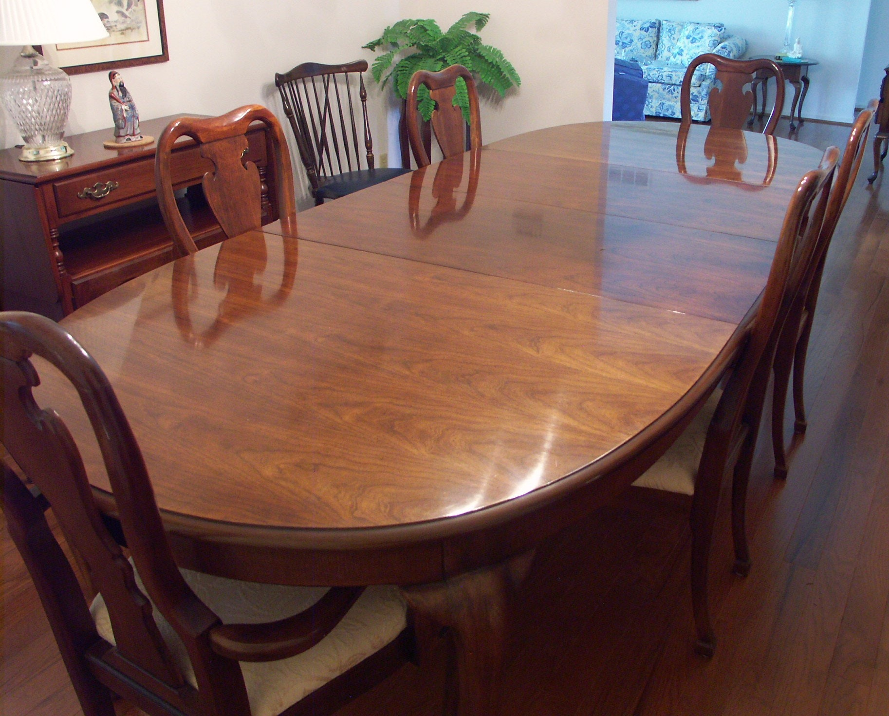 Thomasville Queen Anne Dining Table and Six Chairs EBTH : PICT0092JPGixlibrb 11 from www.ebth.com size 1400 x 1127 jpeg 282kB