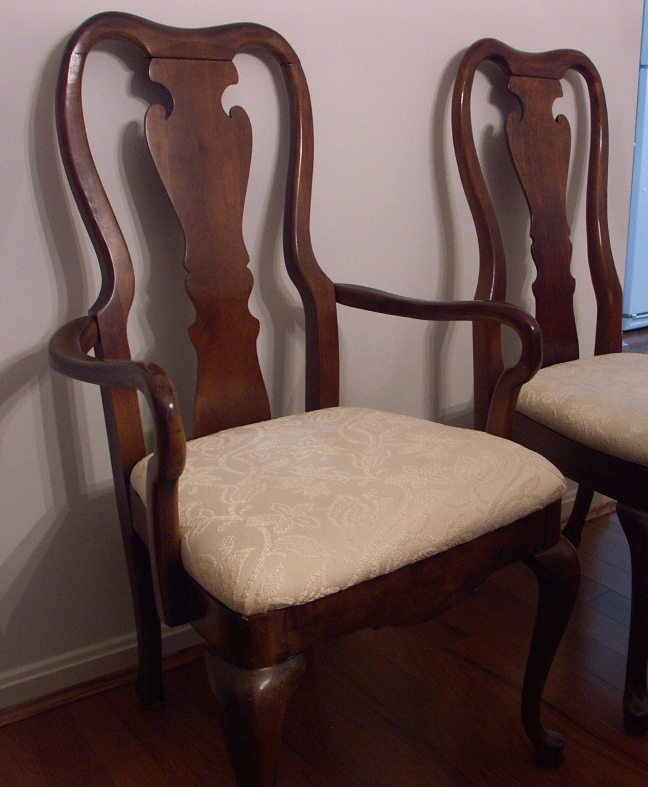 Thomasville Queen Anne Dining Table and Six Chairs EBTH : PICT0096JPGixlibrb 11 from www.ebth.com size 600 x 728 jpeg 74kB