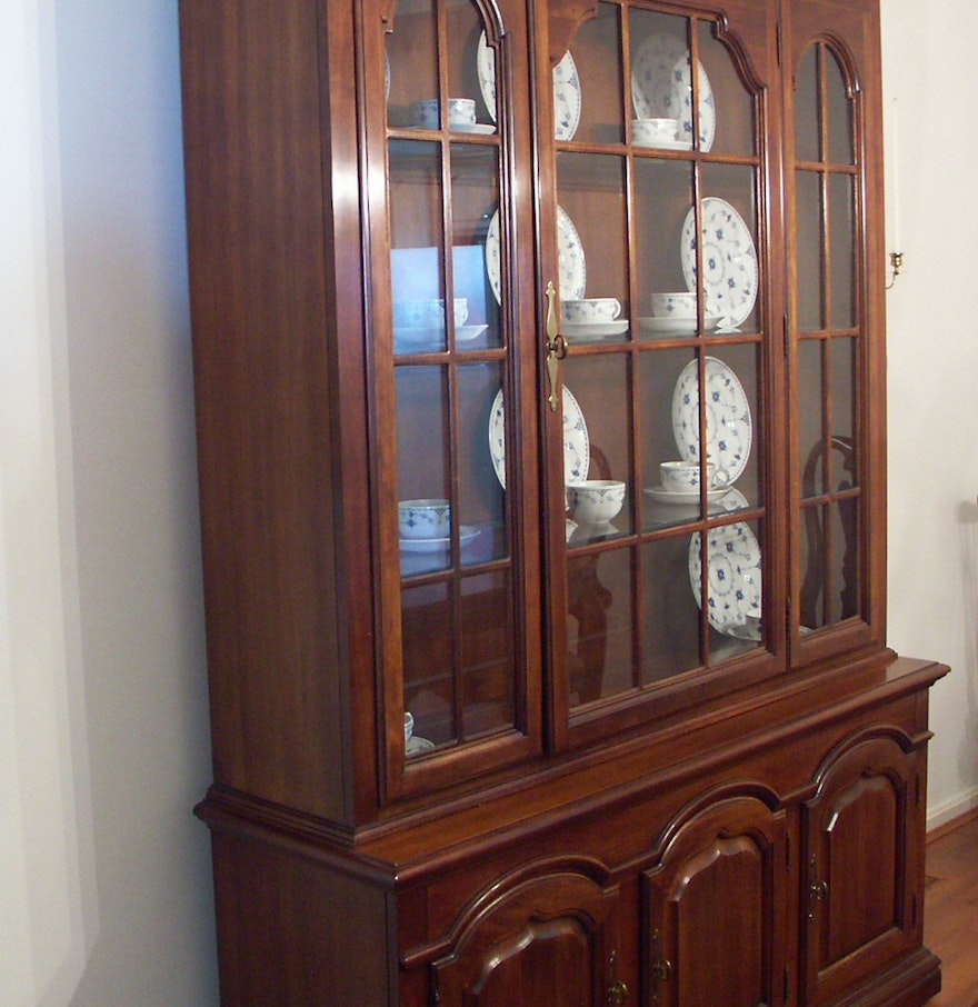 Thomasville cherry lighted china cabinet and hutch ebth for Thomasville lights