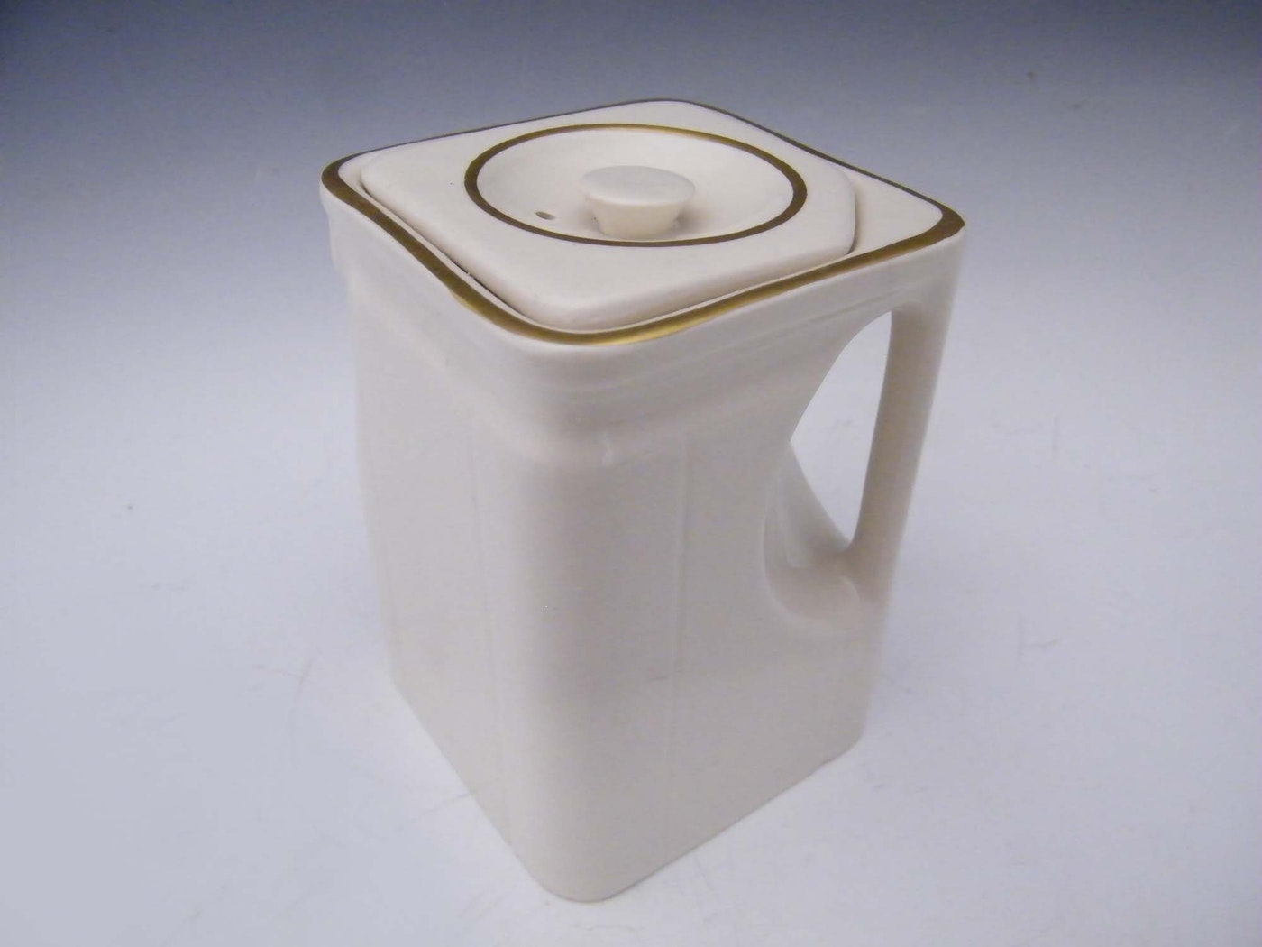 art deco ocean liner teapot ebth. Black Bedroom Furniture Sets. Home Design Ideas