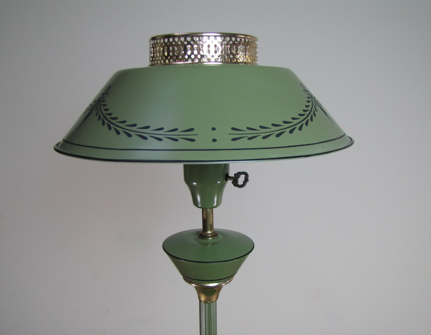 Vintage Tole Floor Lamp With Tray Table Ebth