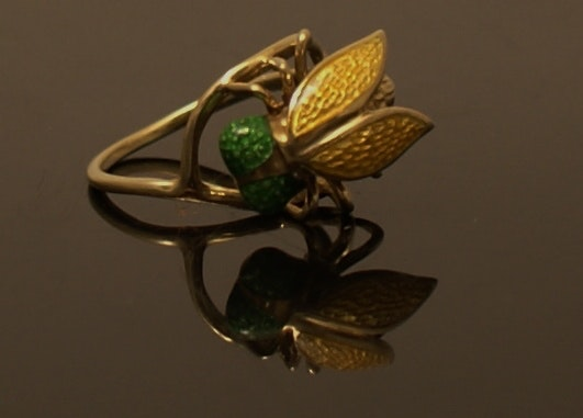 14K Yellow Gold Ladies Ring With Enameled Fly