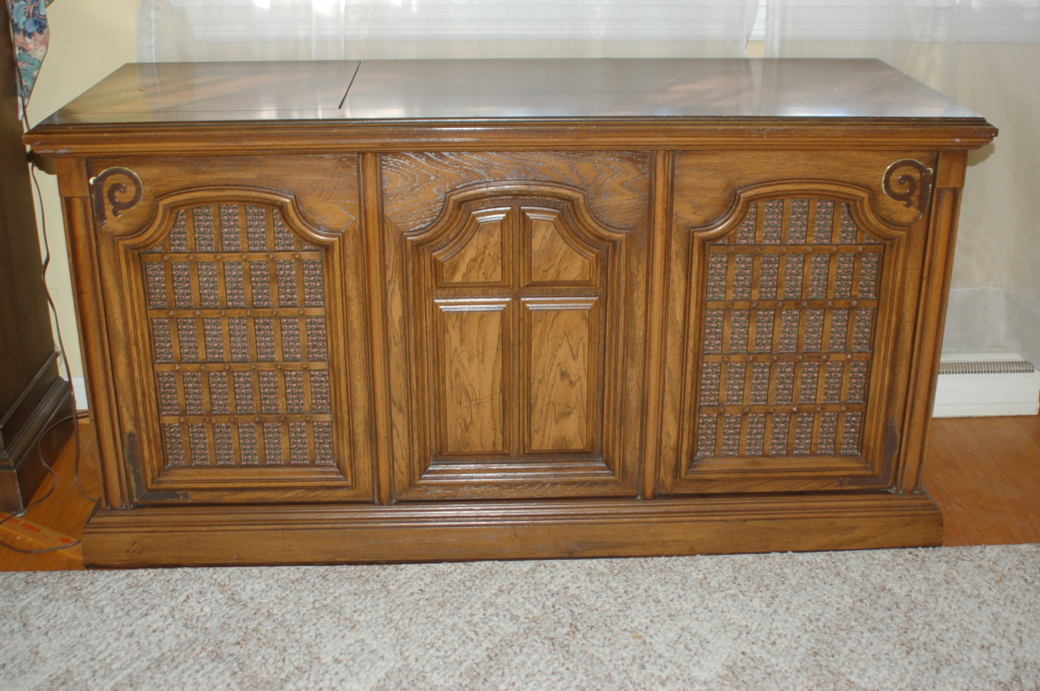 Magnavox Vintage Console Stereo : EBTH