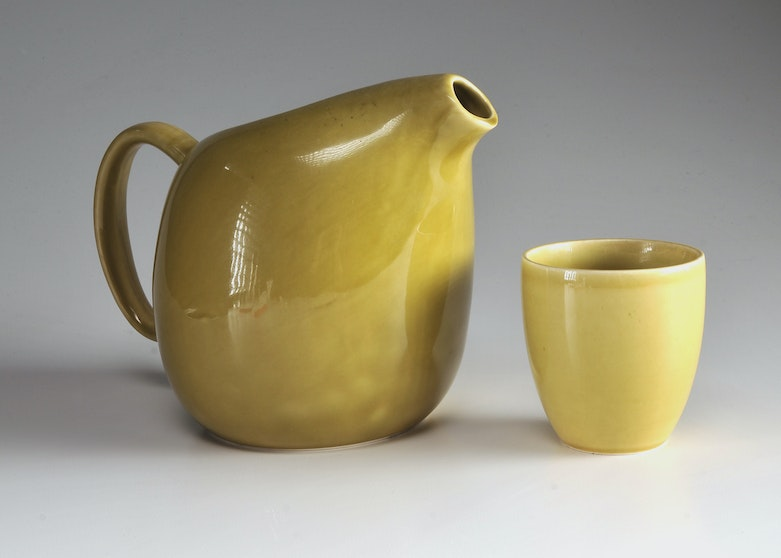 Russel wright mid century american modern pitcher in chartreuse ebth - Russel wright pitcher ...
