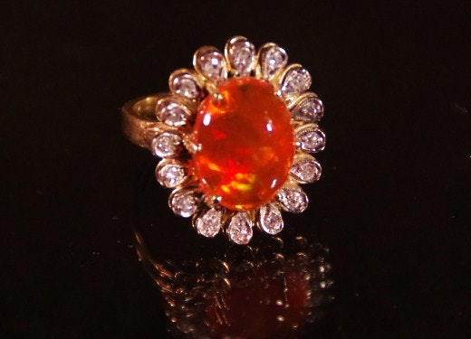 18K Gold Ring, with Fire Opal Cabochon surrounded by Single-cut Diamonds