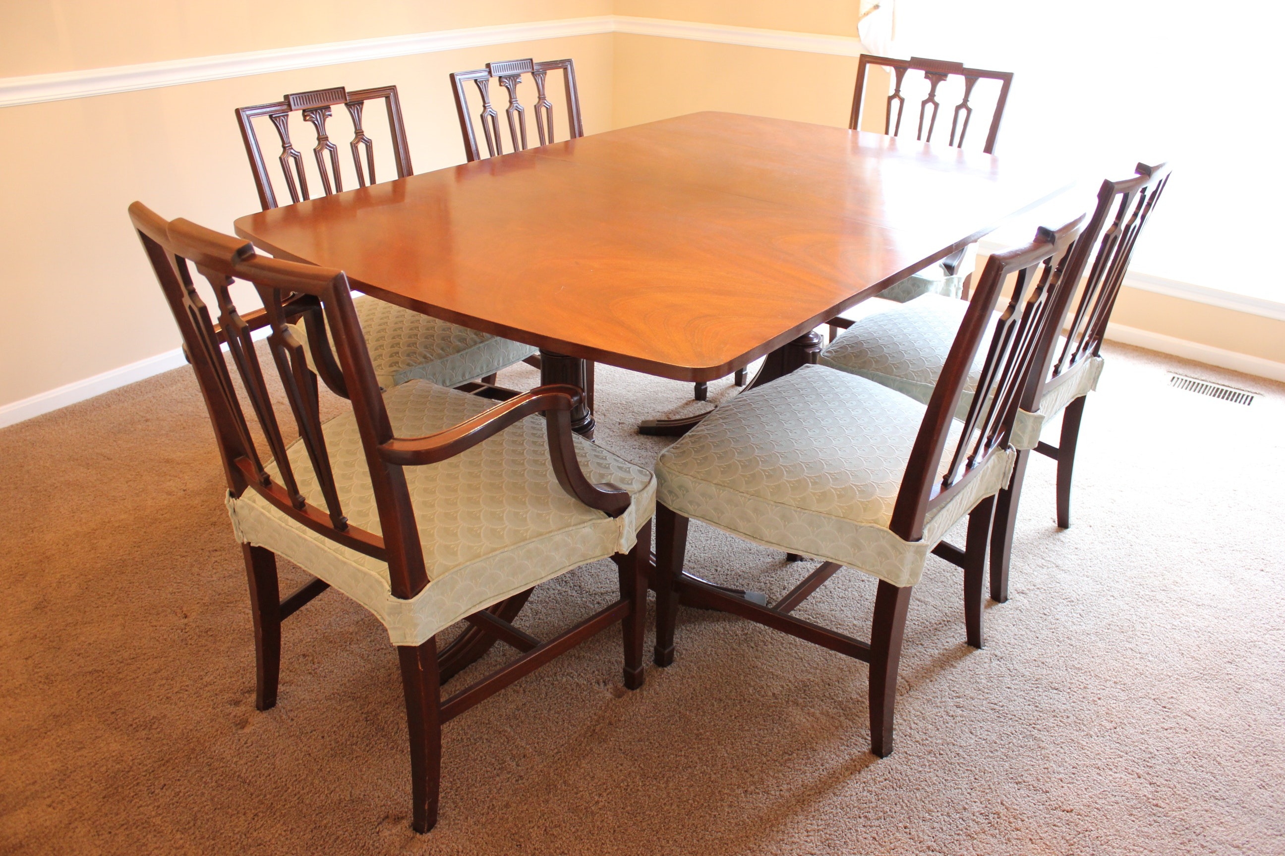 Duncan phyfe rose back chairs - Duncan Phyfe Style Veneered Mahogany Dining Table And Chairs