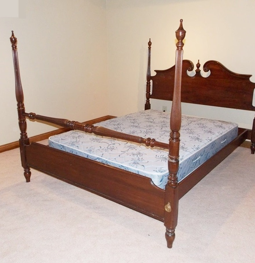 A lovely colonial style ethan allen mahogany four poster for Ethan allen king size beds