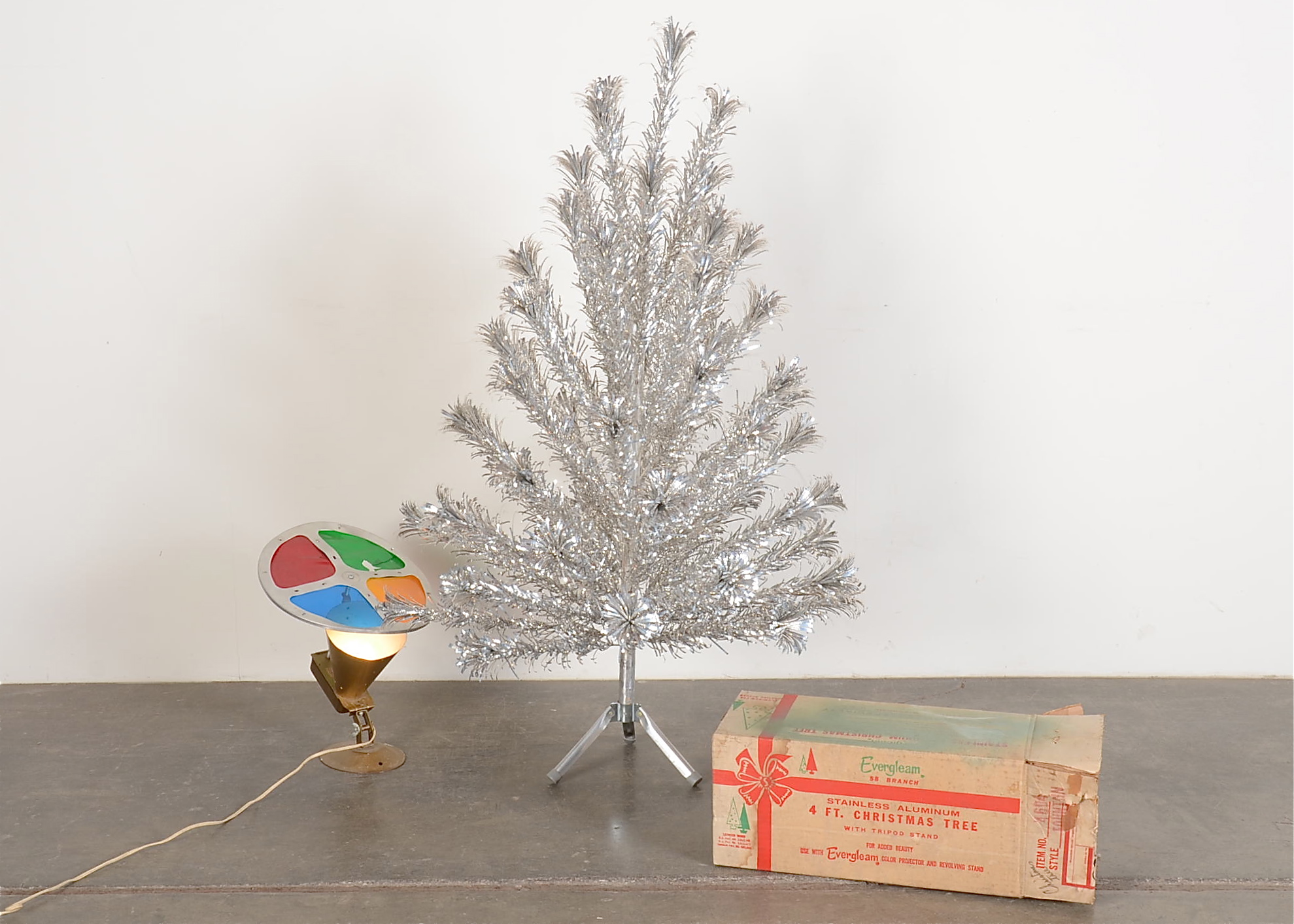 Evergleam Aluminum Christmas Tree With Color Wheel : EBTH