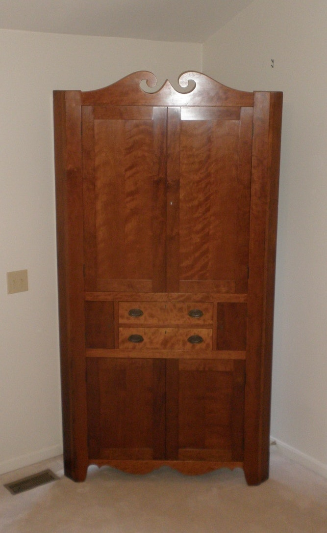 Ordinaire Federal Style Locking Corner Cabinet ...