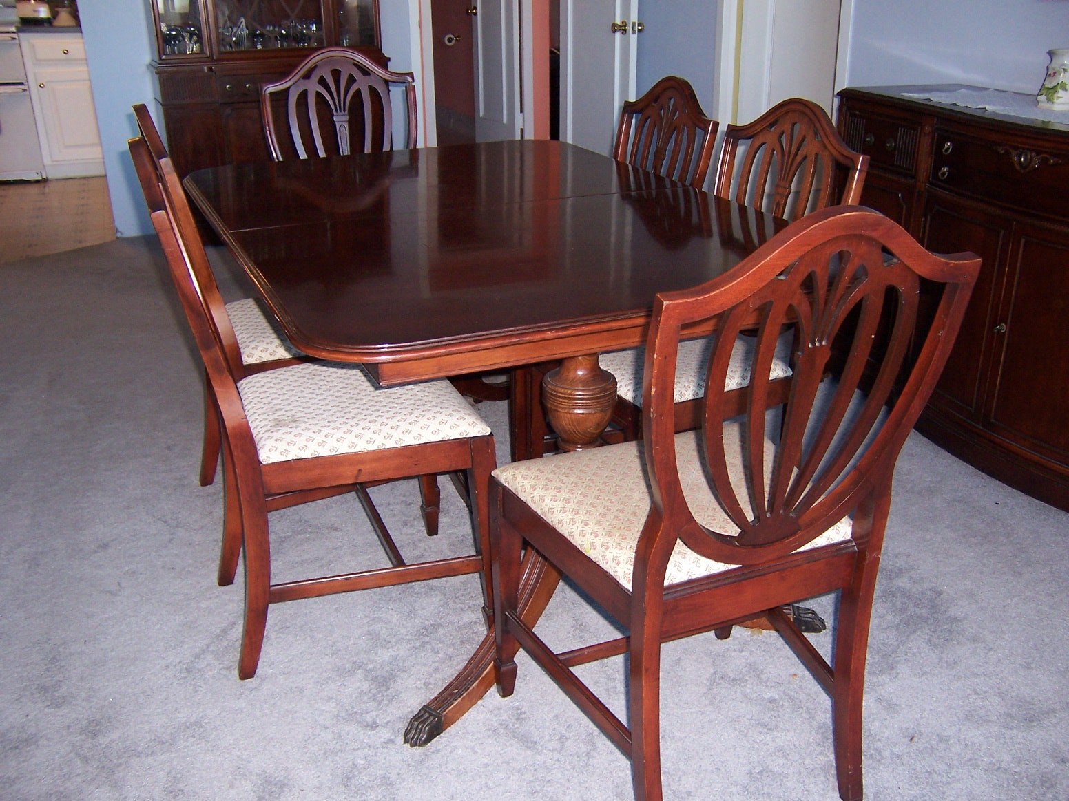 Vintage Duncan Phyfe Style Dining Table and Chairs EBTH