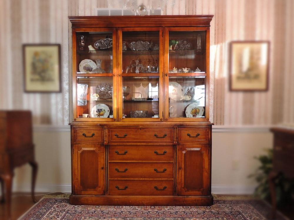 Beau Saginaw Furniture Hardwood China Display Cabinet ...