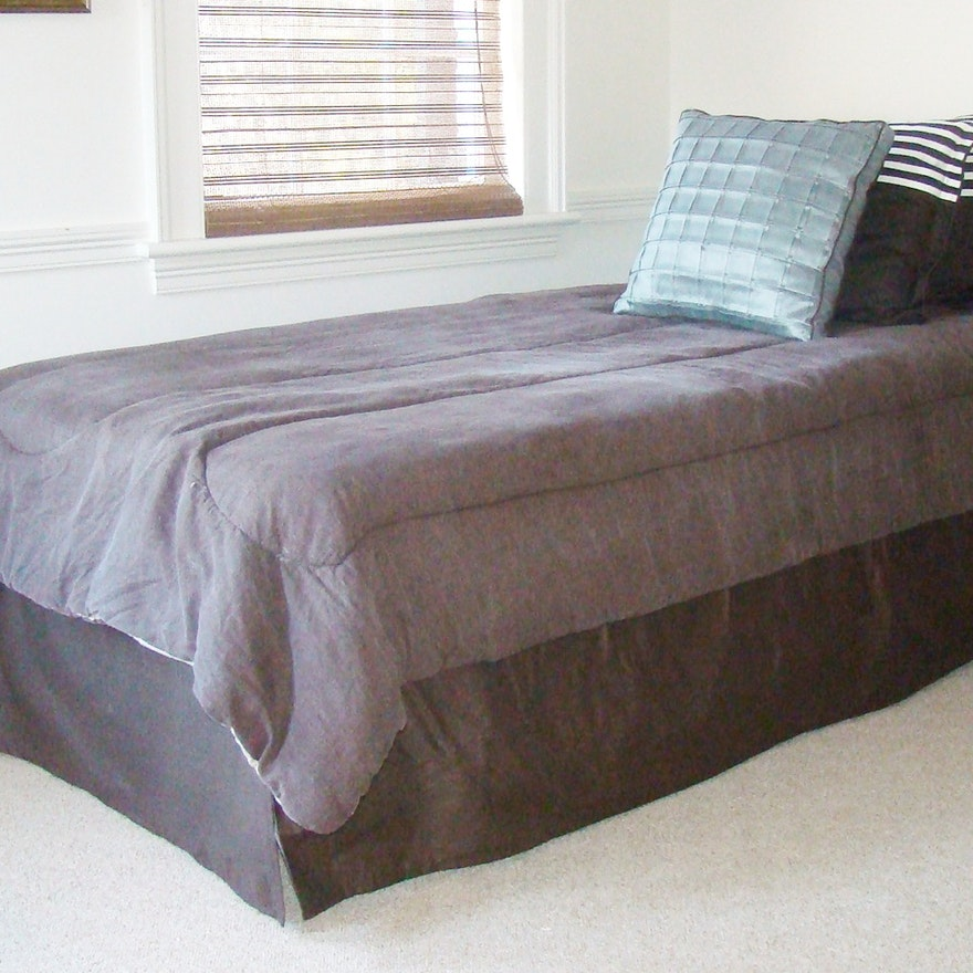 twin bed mattress and box spring with complete bedding ensemble ebth. Black Bedroom Furniture Sets. Home Design Ideas