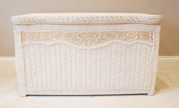White Washed Wicker Carved Bench/Trunk : EBTH