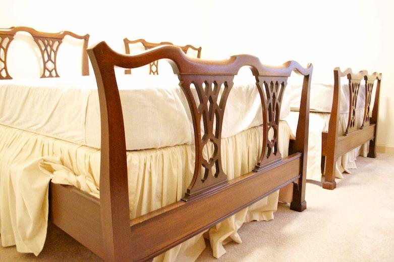 Broyhill Fontana Queen Bed With Mattress Ebth