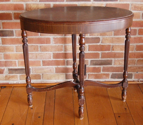 Small gerorgian style oval accent table ebth for Table 52 2014