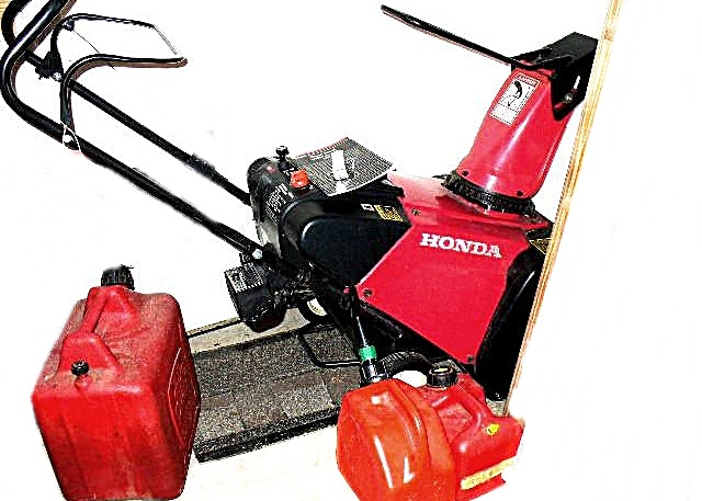 Honda snow blower hs621 snowthrower in red with gas cans for Honda fit in snow