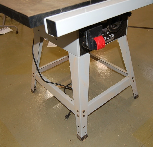 Delta 10 Quot Contractor S Table Saw Ebth