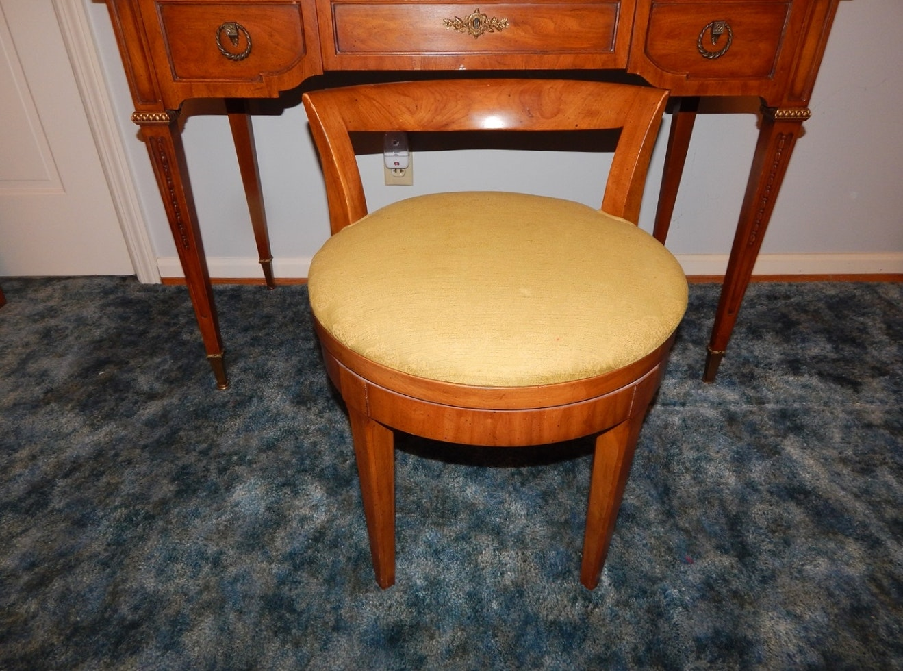 Henredon Empire Style Dressing Table And Chair Ebth