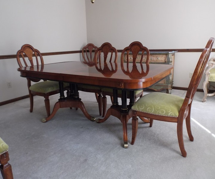 Universal furniture duncan phyfe style dining table ebth for Table 52 2014