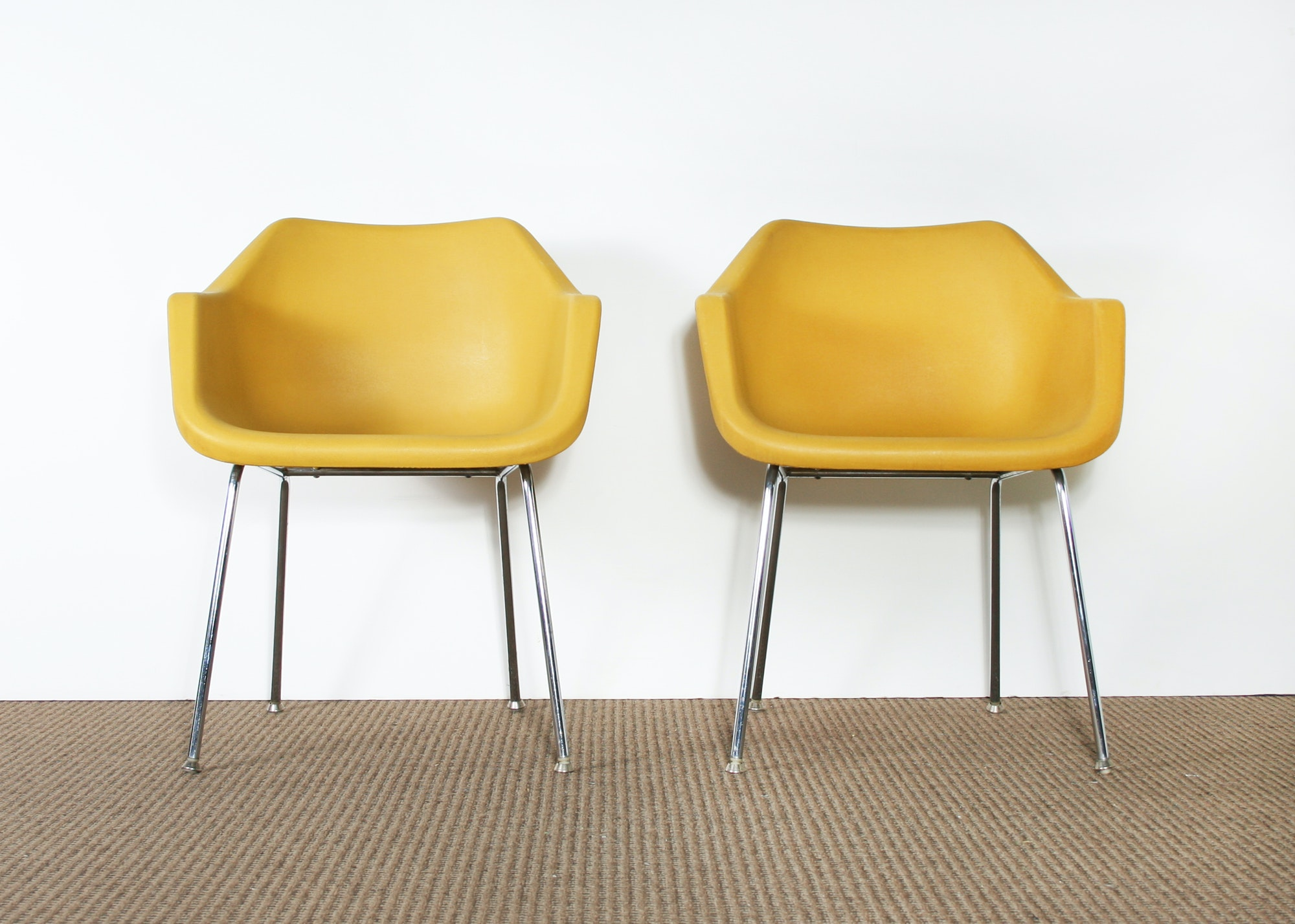 Exceptionnel Set Of Two Mid Century Modern Yellow John Stuart Chairs ...