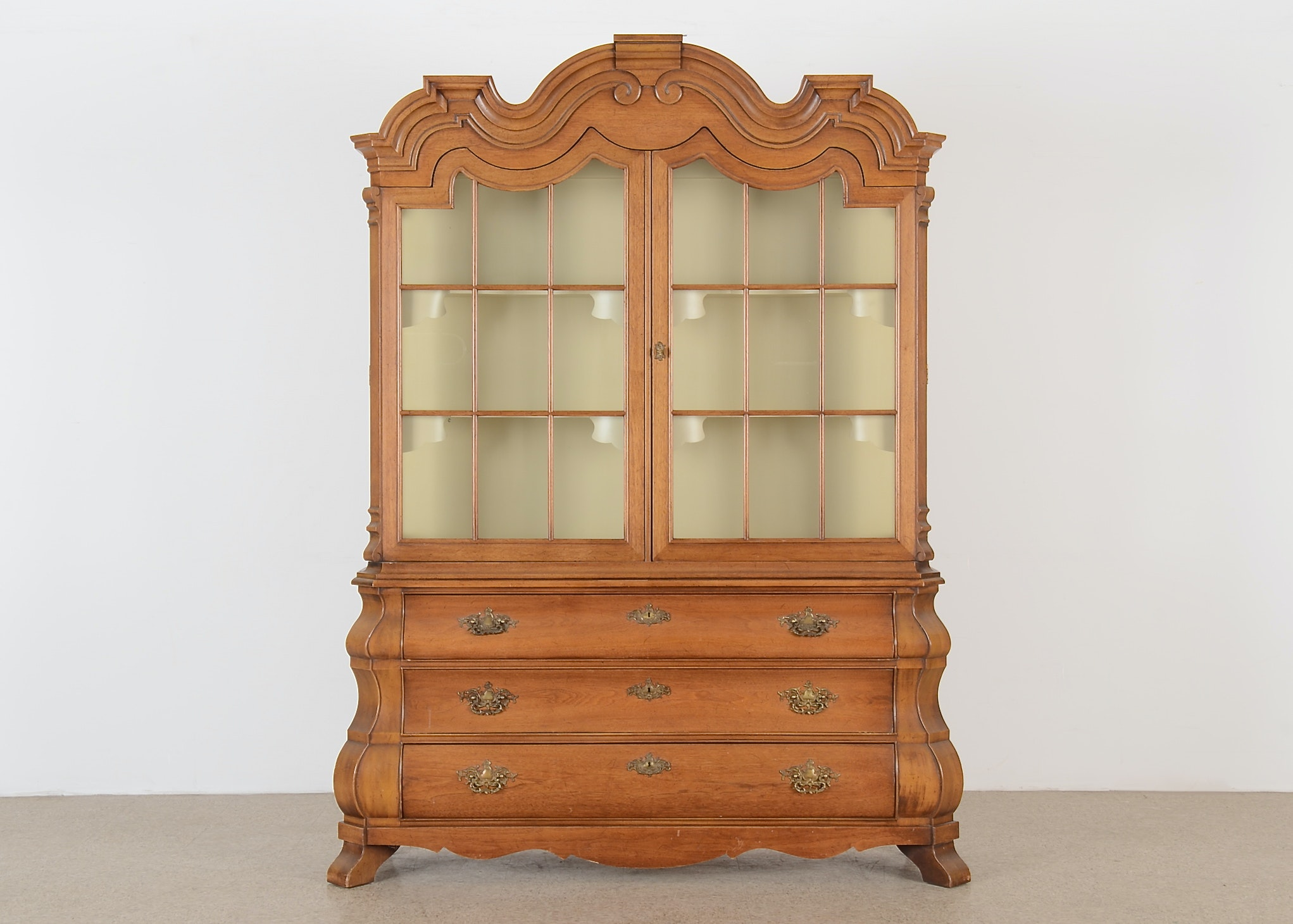 Henredon Viennese Collection China Cabinet