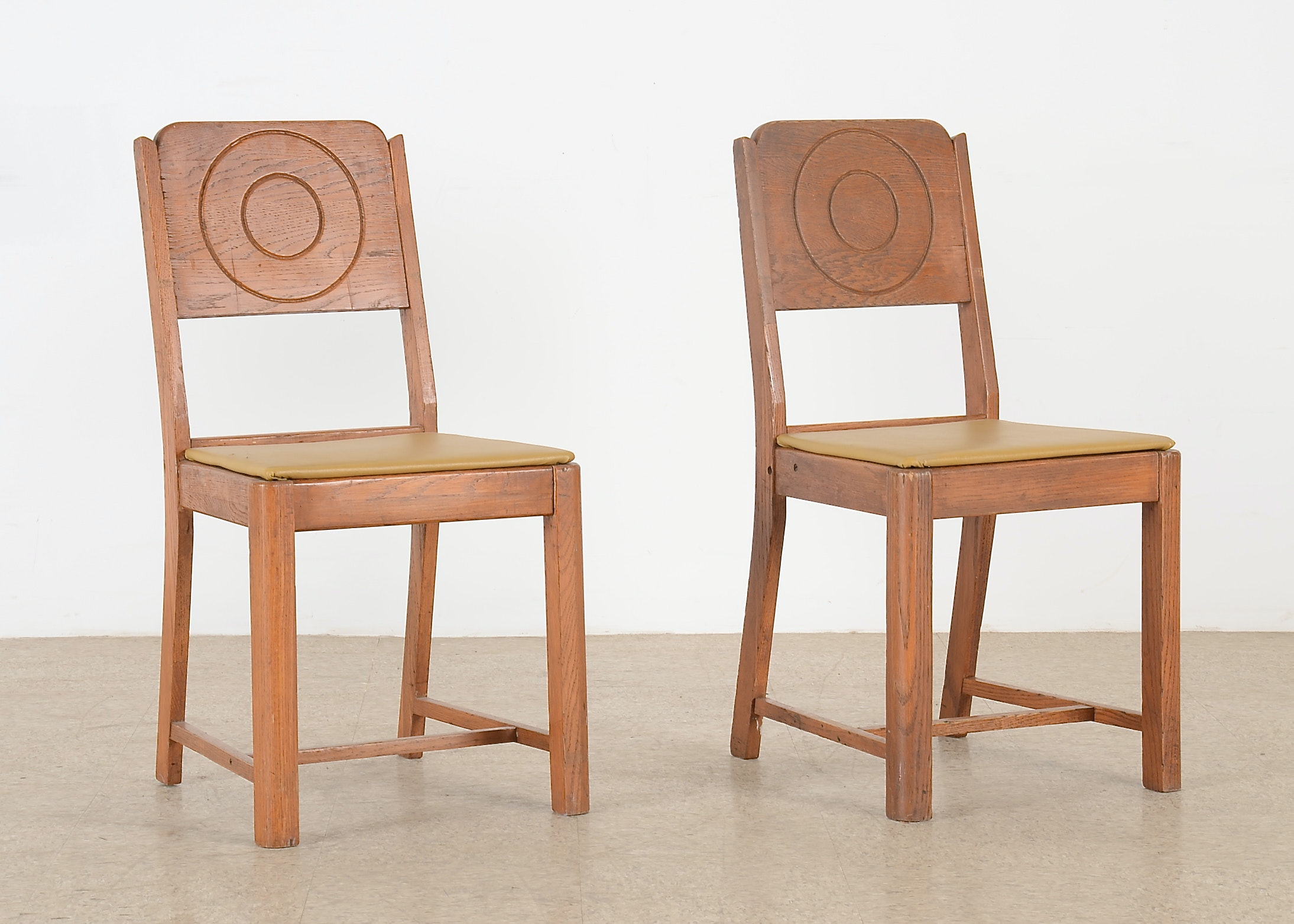Pair Of Kuehne Manufacturing Co Dining Room Chairs Ebth