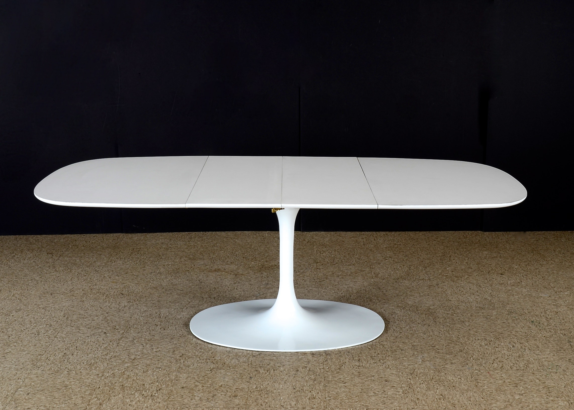 Saarinen Style Tulip Table With Two Leaves ...