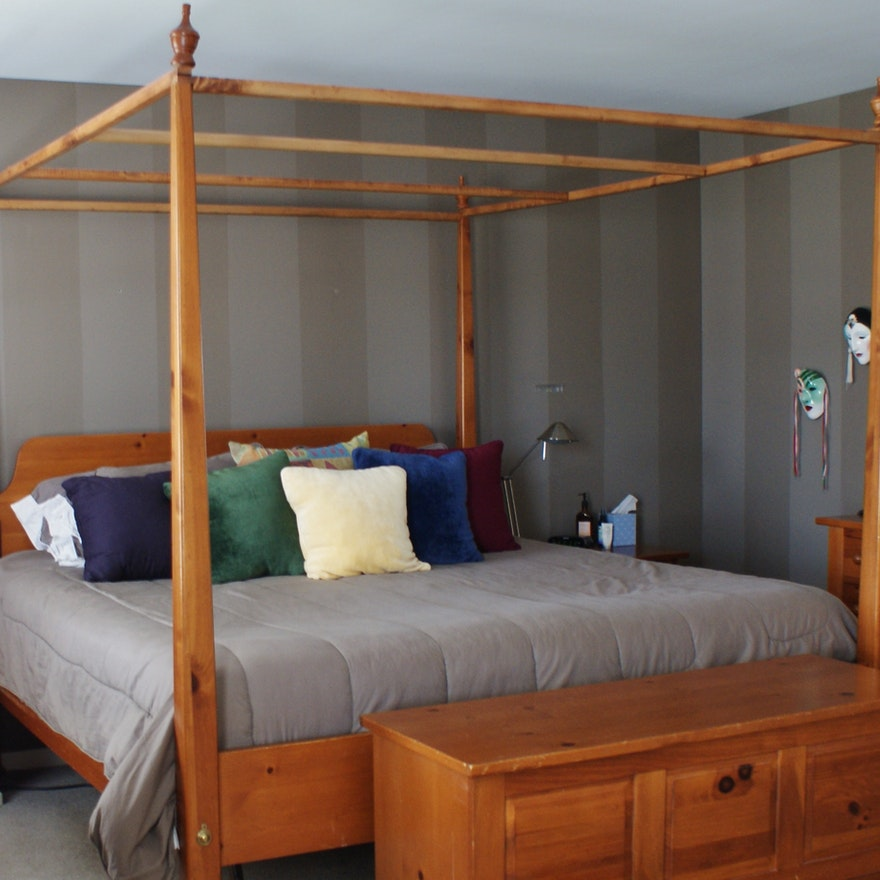 Broyhill Solid Pine King Size Canopy Bed Ebth