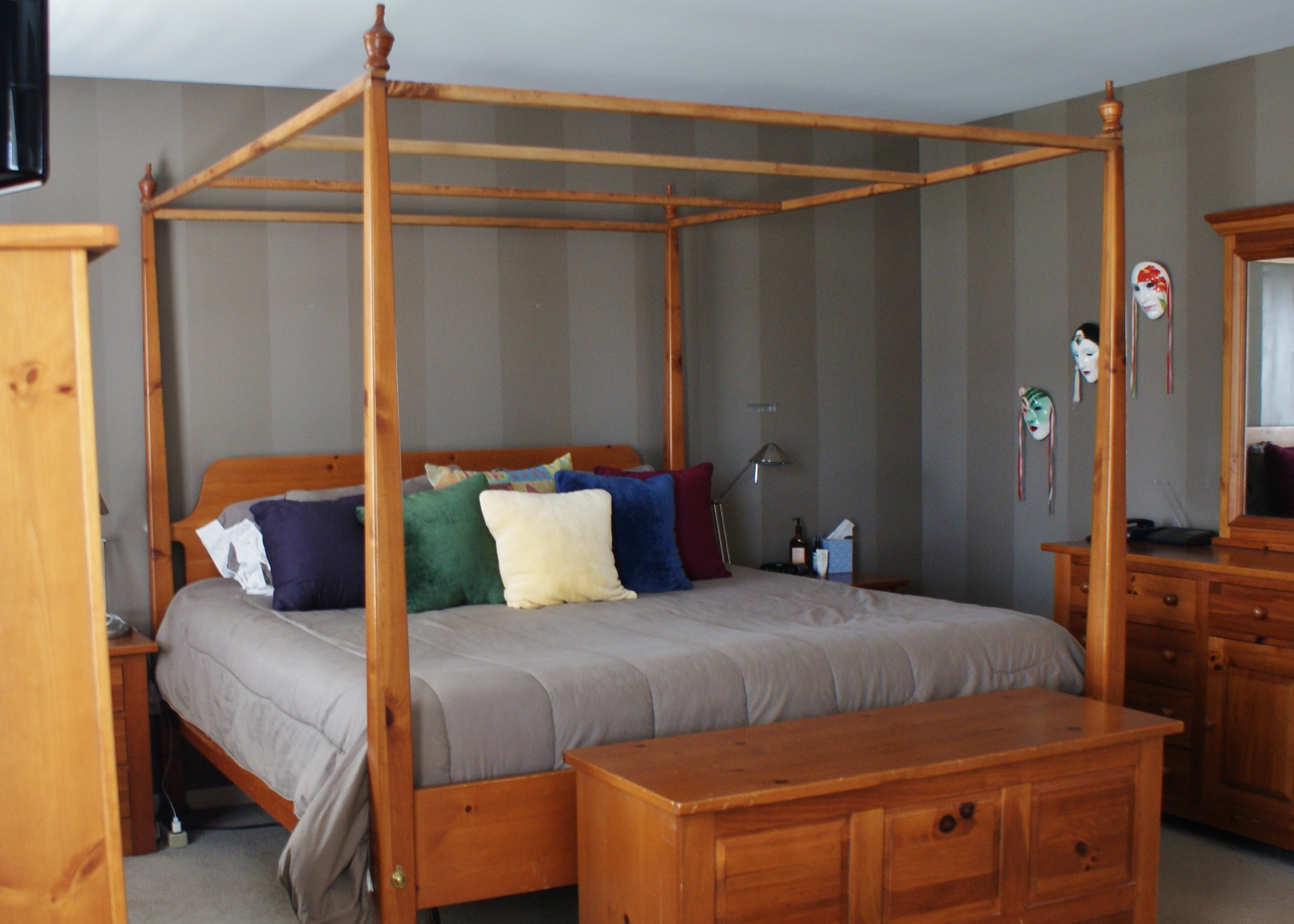 Broyhill Solid Pine King Size Canopy Bed ... & Broyhill Solid Pine King Size Canopy Bed : EBTH