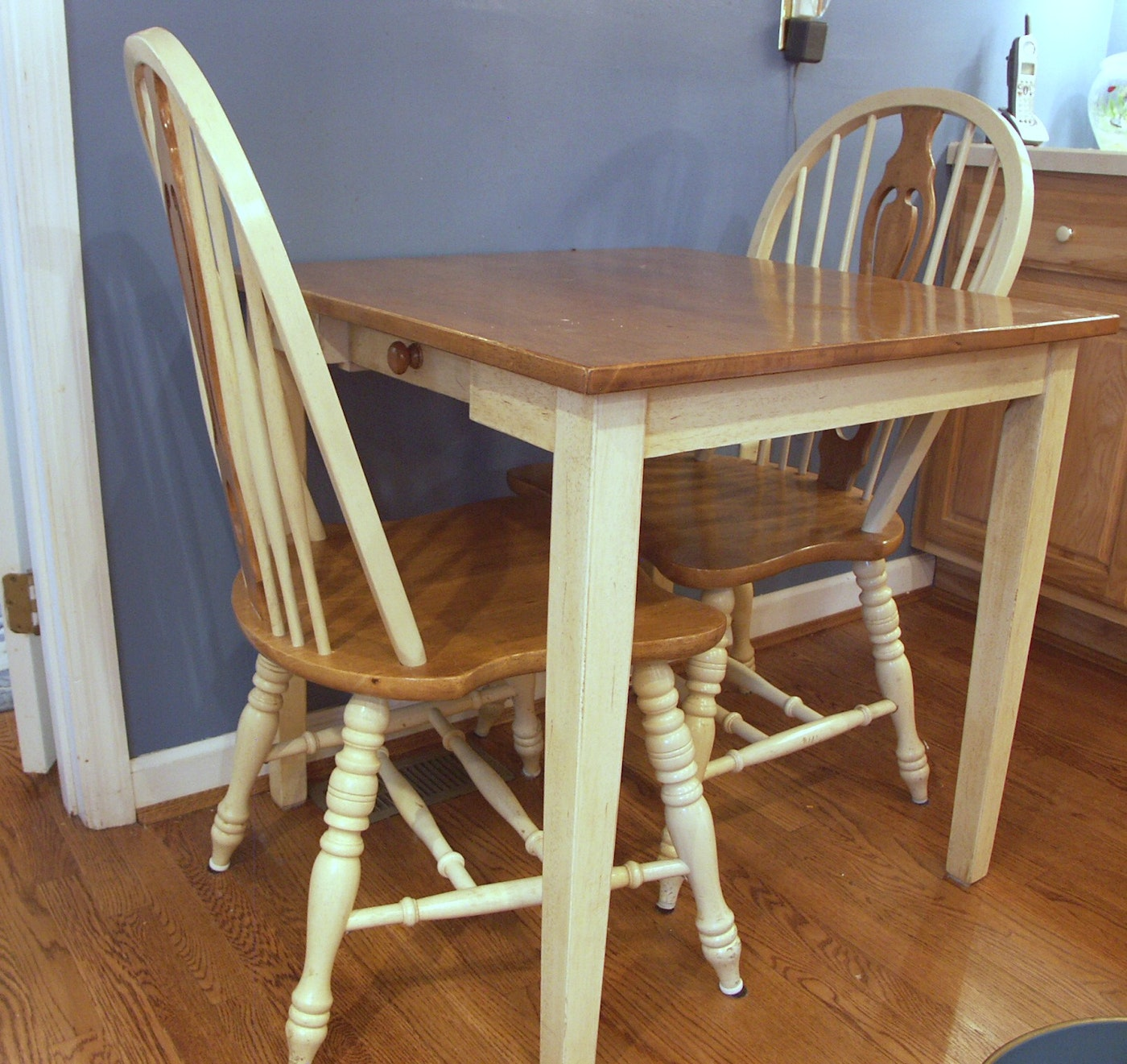 Small kitchen table and two chairs ebth for W kitchen table taipei