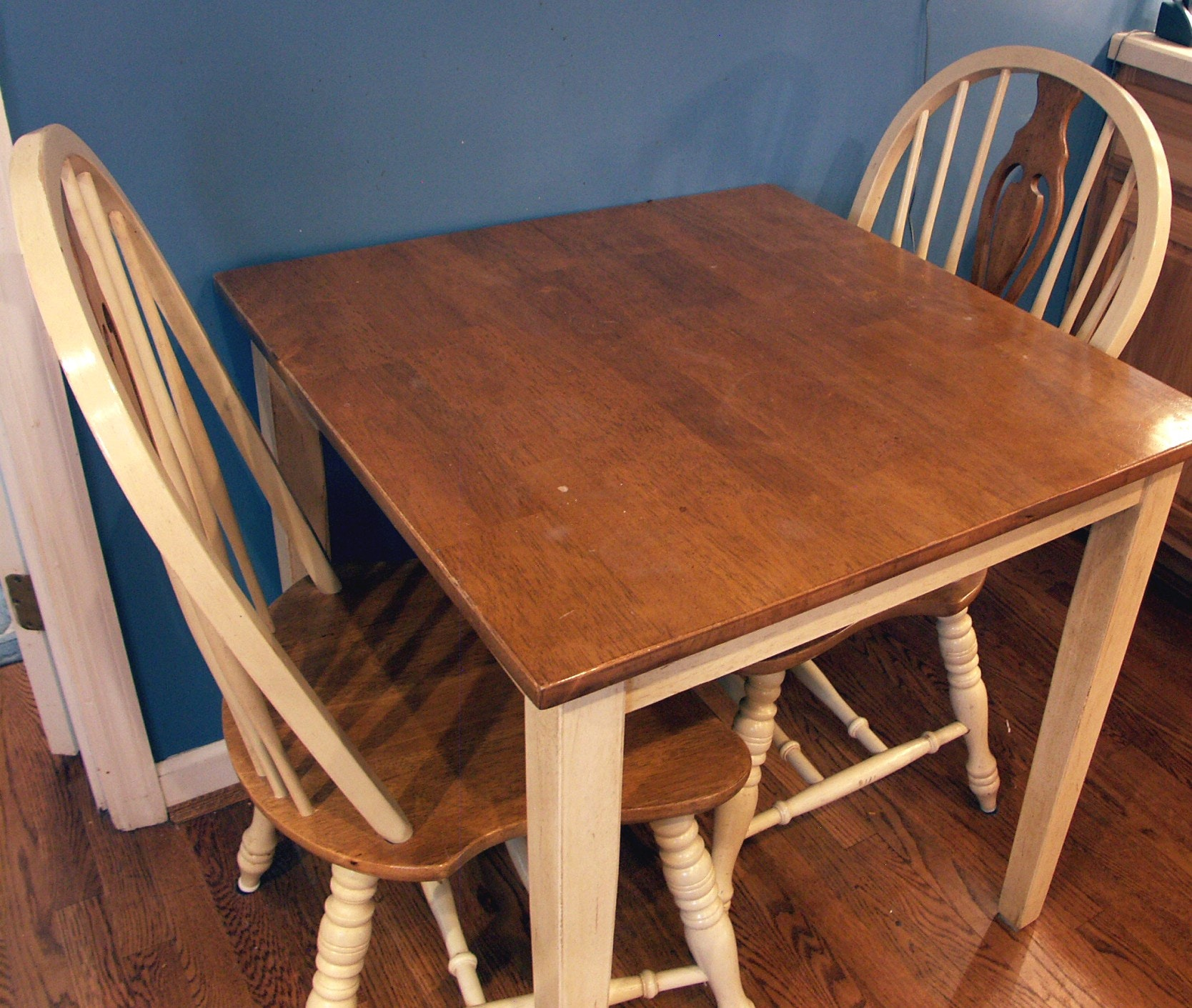 Small Kitchen Table and Two Chairs EBTH