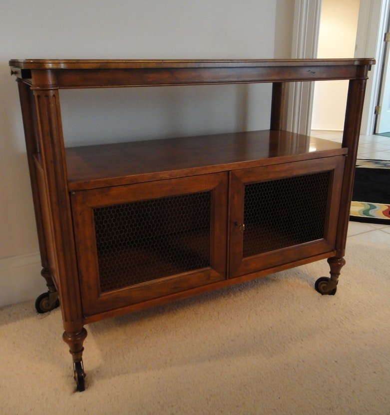 Thomasville sideboard buffet in queen anne style ebth for Sideboard queens