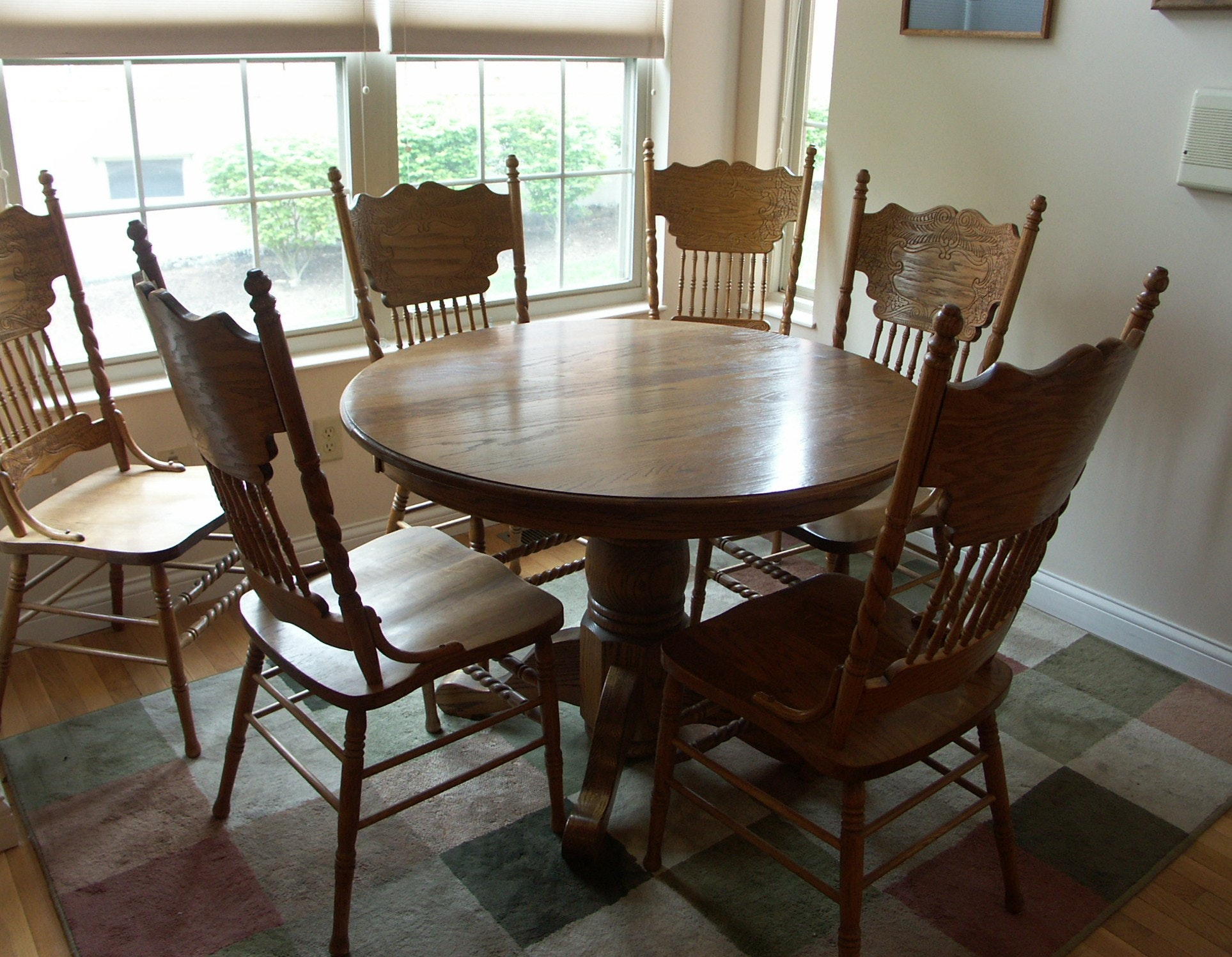 Beautiful Walter Of Wabash Oak Pedestal Table And Chairs ...