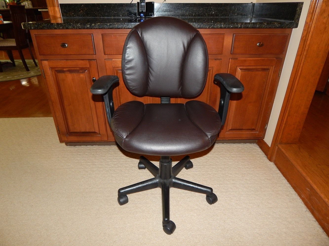 staples office chair ebth. Black Bedroom Furniture Sets. Home Design Ideas