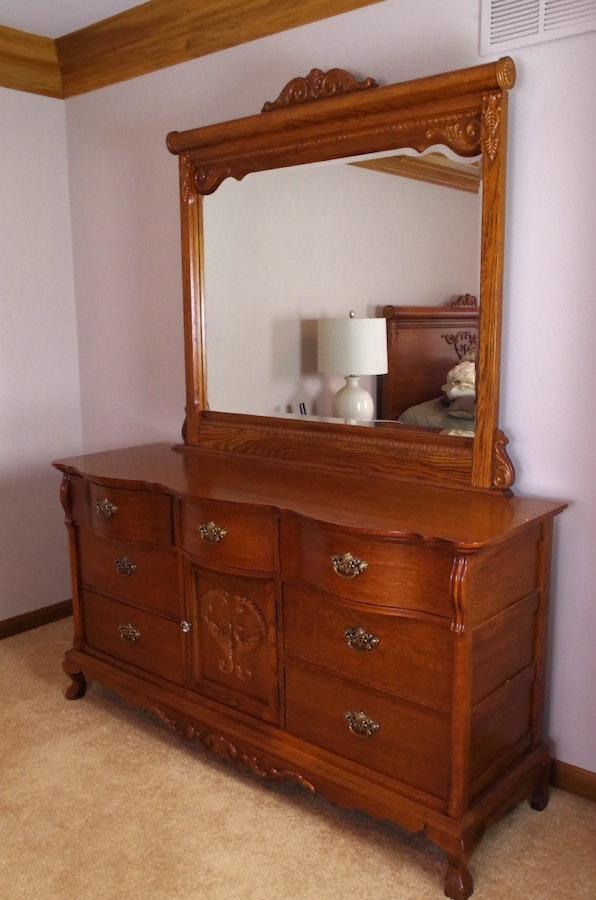 1416731 Lexington Victorian Sampler Red Oak Dresser And Mirror on Lexington Victorian Sampler Collection