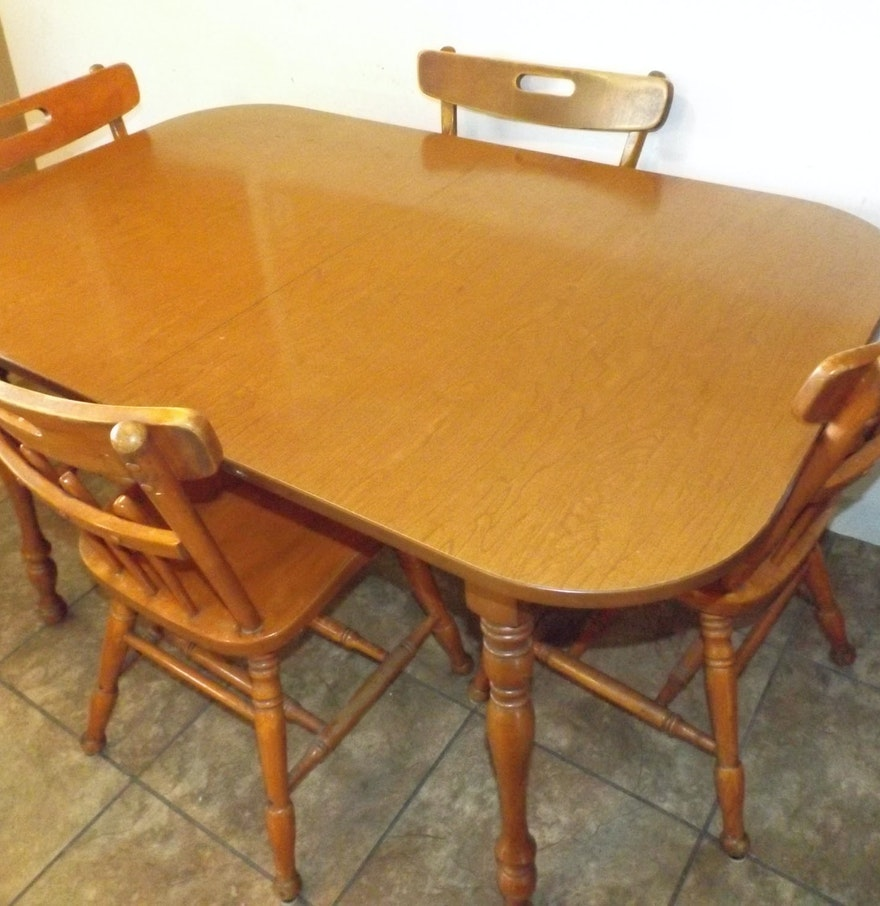Colonial Style Dining Table and Chairs : EBTH