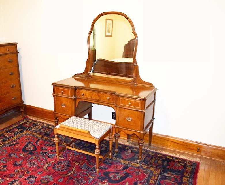 A Charming Vintage 1920 30s Vanity Table With Mirror And